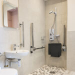 The accessible shower room in the Courtyard apartment Inverness