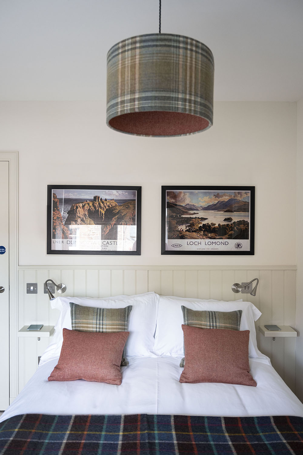 Tree House Serviced Apartment in Inverness - king sized bedroom