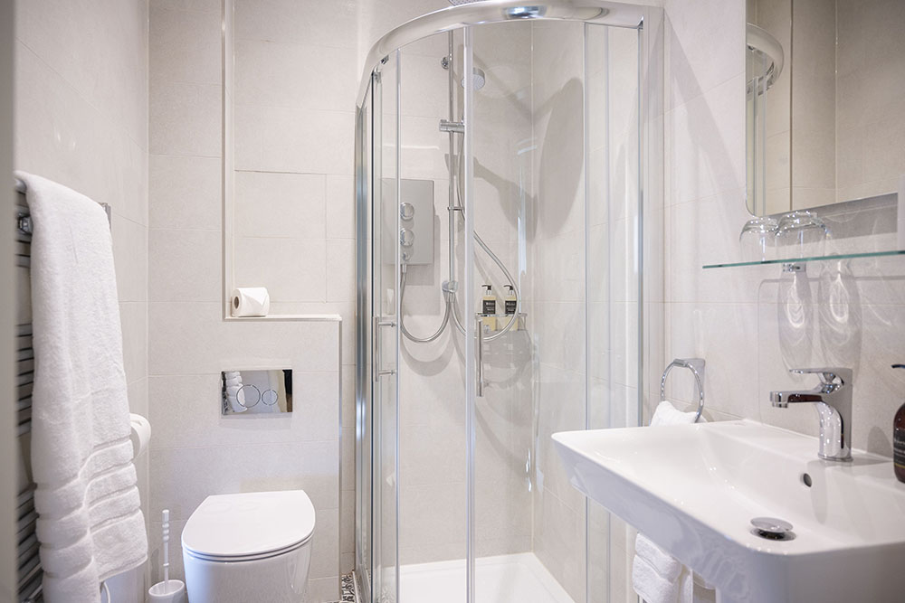 The Shower Room, Tree House Apartment Inverness