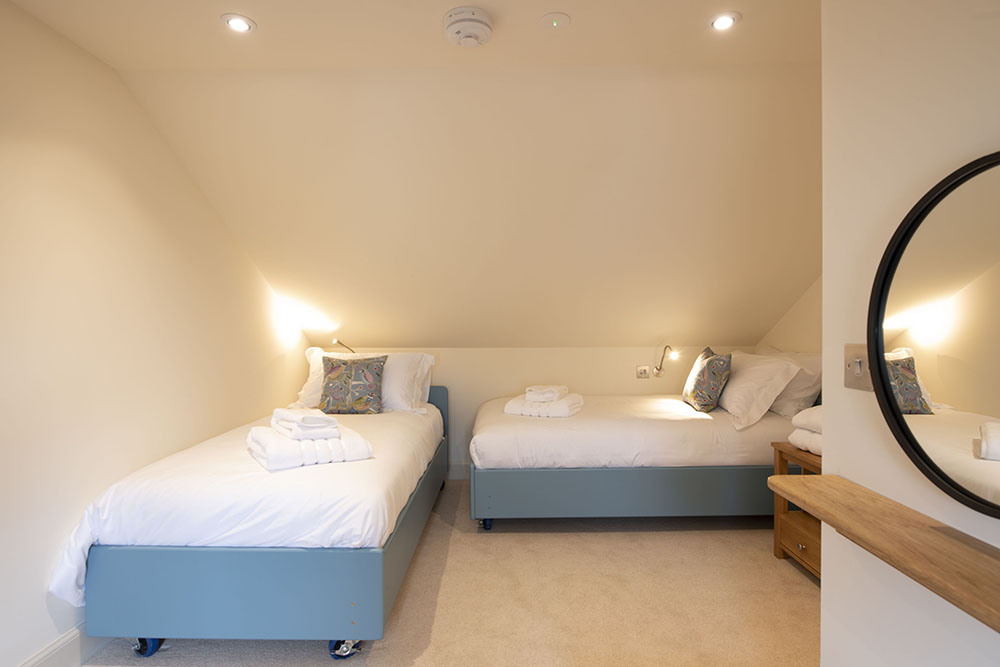 The twin bedroom in our Tree House Apartment, Art House Serviced Apartments in Inverness
