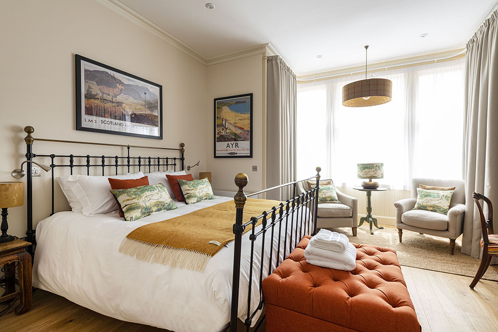 Running Hare Apartment featuring Super King Bed, Art House Serviced Apartments Inverness
